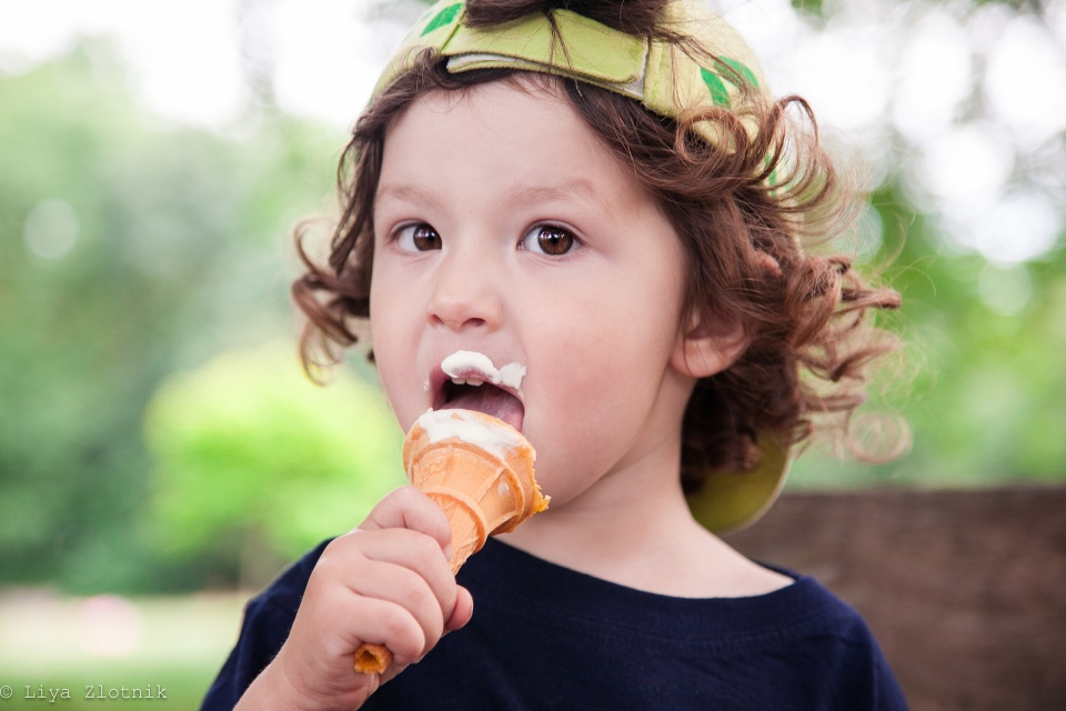 boy-eating-ice-cream-london-photo