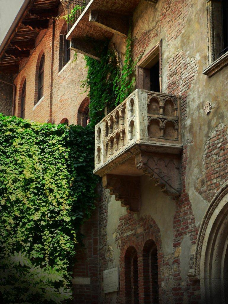 juliet__s_balcony_by_csanga-d3nc9fk