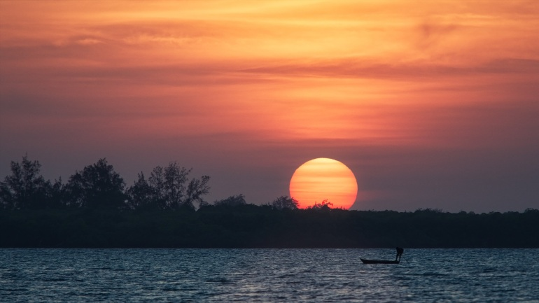 dusk-and-sunset-over-the-river-with-large-sun